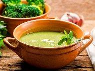 Рецепта Лесна пасирана крем супа от броколи с картофи и лук